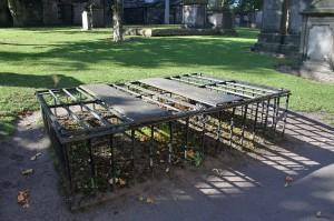 мортсейфы на кладбище Грейфраерс, Эдинбург