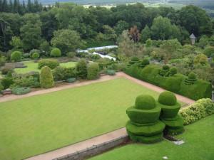 сады замка Кратес, вид из замка