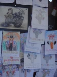 детские рисунки в баре Papa Rock в Авеморе