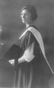 Джанет Робертс, выпускница юридического факультета университета Эдинбурга
