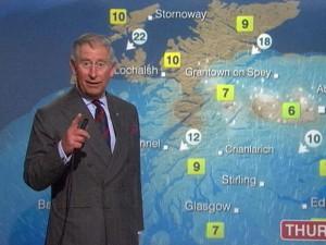 Принц Чарльз читает прогноз погоды в студии BBC в Глазго