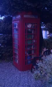 телефонная будка, в хозяйстве пригодится